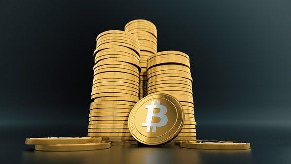 Cena bitcoinových transakcí výrazně klesla. Kdo nebo co za to může?