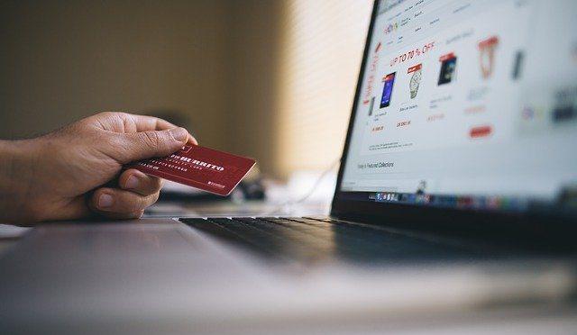 """Od ledna platí nové podmínky pro """"stake"""" u karet crypto.com"""